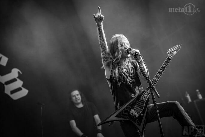 Alexi Laiho vom CHILDREN OF BODOM live mit Gitarre.