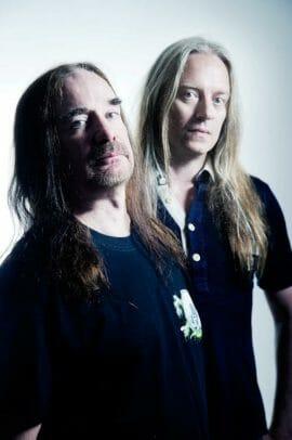 Ein Foto von Jeff Walker und Bill Steer der Band Carcass